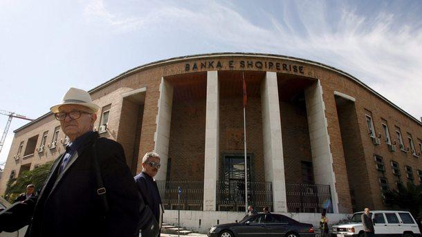 Откраднати банки Албания