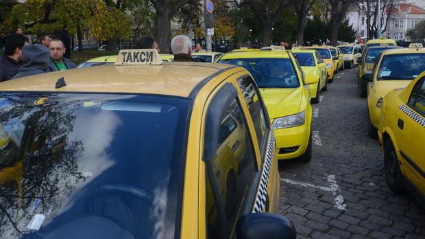 Таксиметровите компании протест