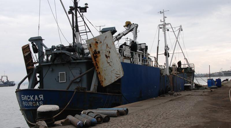 кораби режат за скрап срещу европари