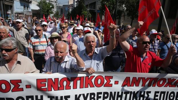 Хиляди Гръцки пенсионери шок пенсии