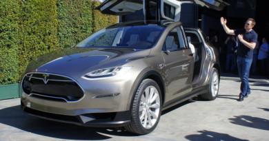 Tesla намалява цената на Model X