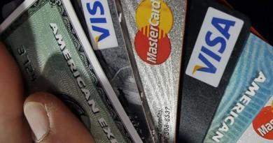 Българите все повече плащат с карти